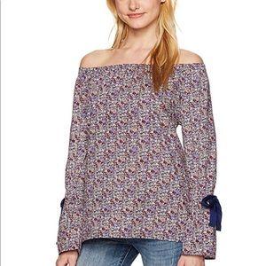🎀Off the shoulder blouse 🎀